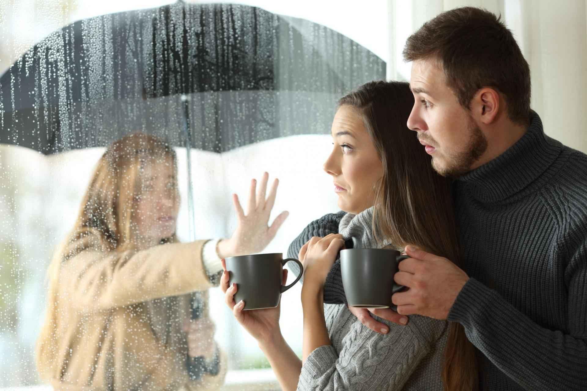 Signes que vous n'avez pas décroché de votre ex - et comment passer à autre chose SDC.com